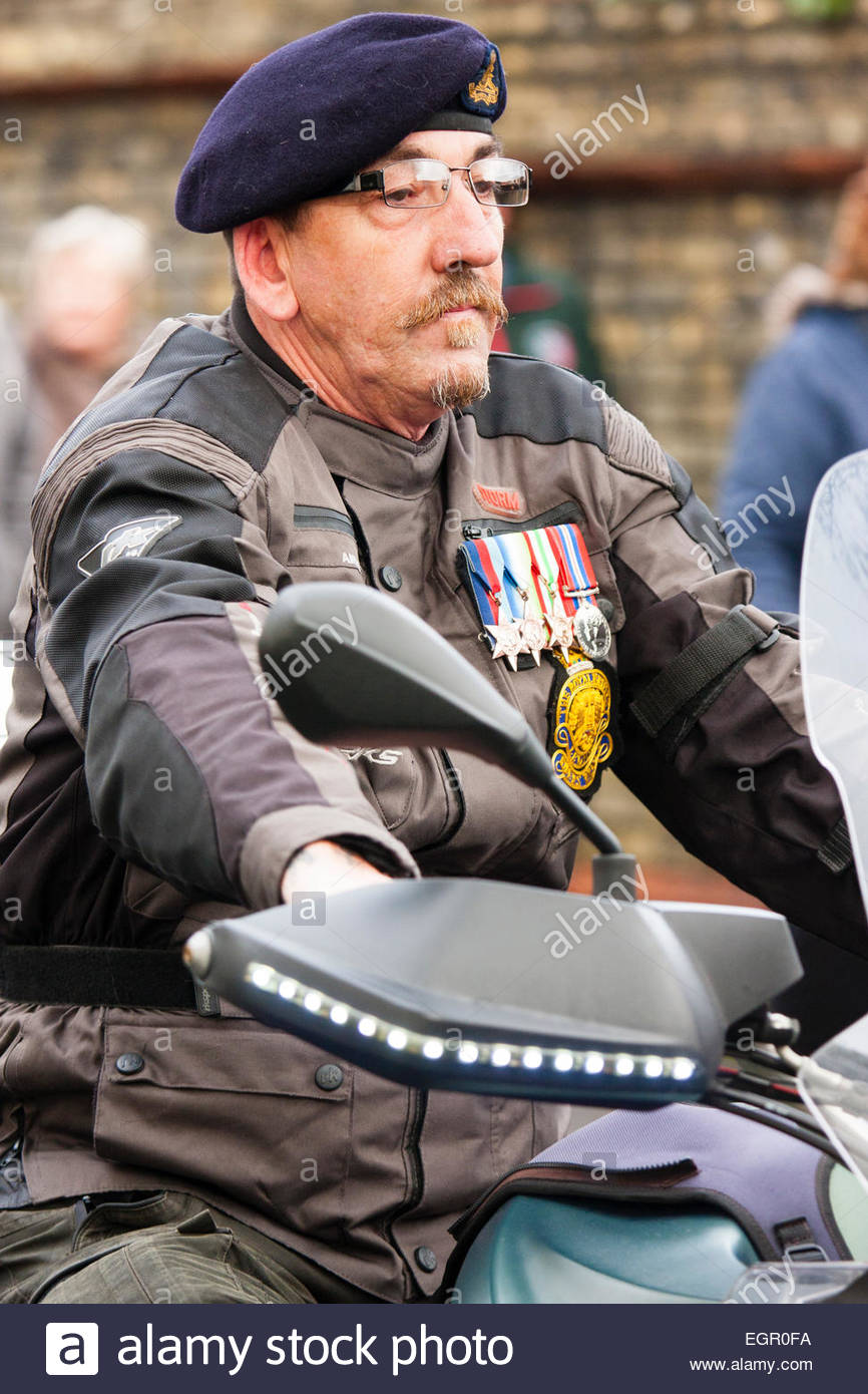 England, Ramsgate. Remembrance Sunday. Parade, old soldier, wearing black beret and medals, sitting on motorbike - Stock Image