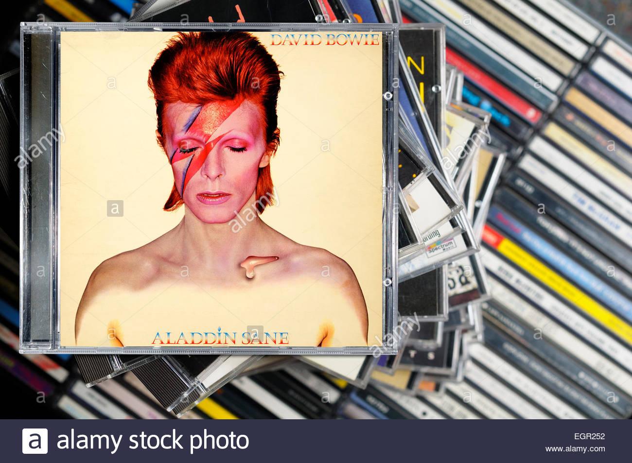 Aladdin Sane David Bowie Stock Photos & Aladdin Sane David Bowie ...