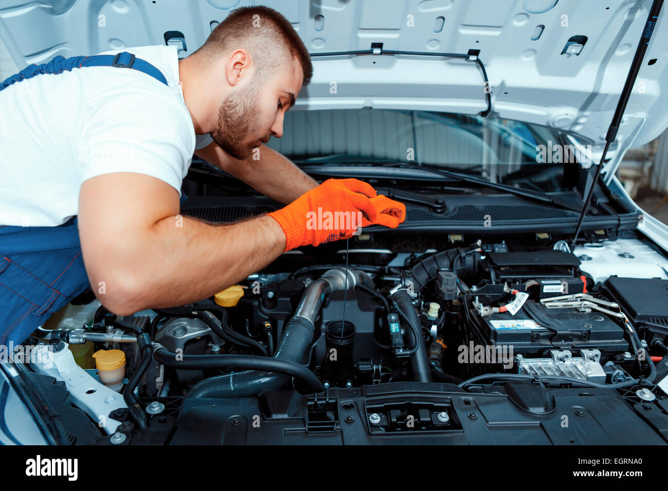 Car mechanic at the service station - Stock Image