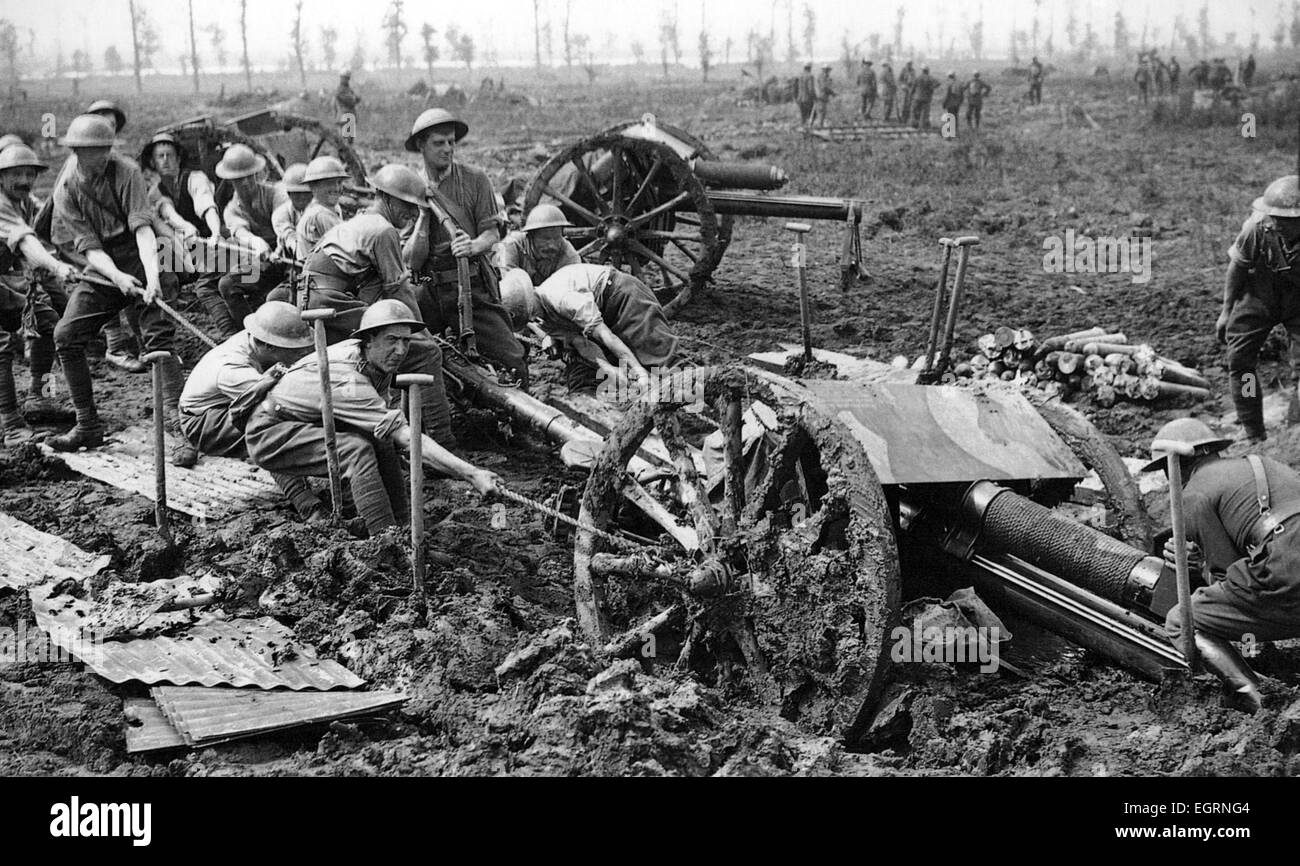 FIRST WORLD WAR Trying to haul an 18 Pounder field gun out of the mud near the Belgium village of Zillebeke on 9 - Stock Image
