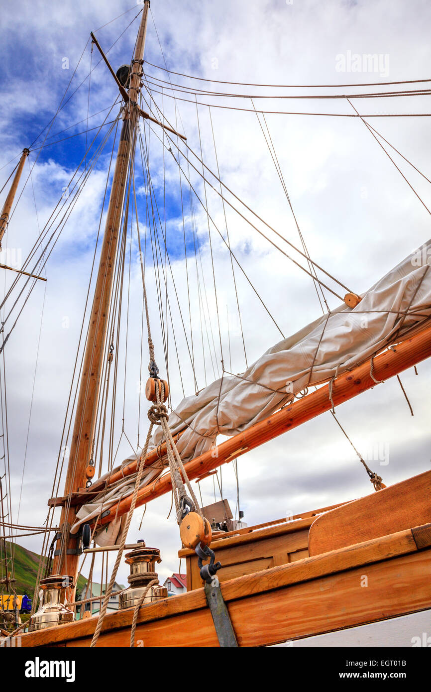 Mast of a large sailing boat and details of rigging - Stock Image
