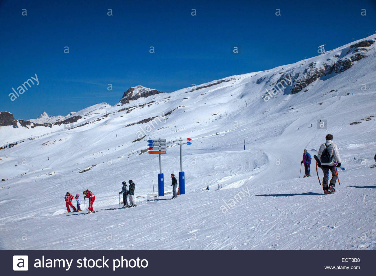 Haute-Savoie, ESF (french ski school) teacher with children - Stock Image