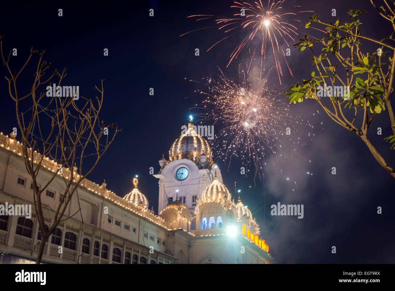 Fireworks exploding over The Golden Temple, Amritsar, Punjab, India - Stock Image