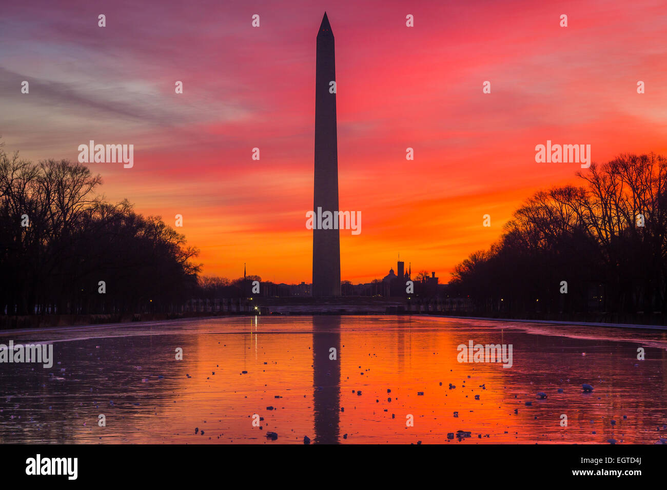 The Washington Monument is an obelisk near the west end of the National Mall in Washington, D.C. - Stock Image
