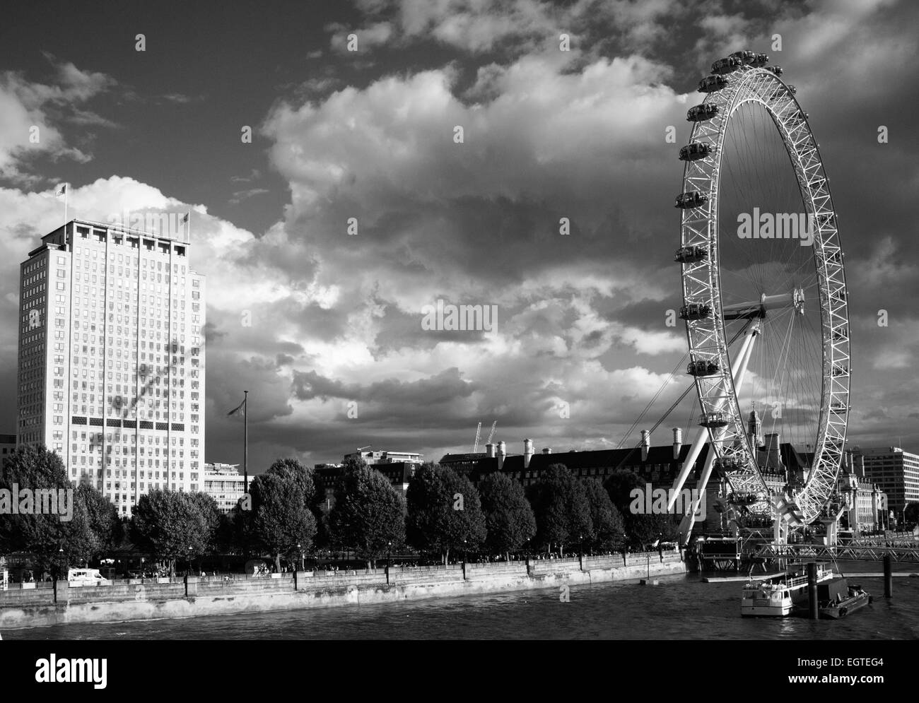 The London Eye, The Millennium Wheel in black and white - Stock Image
