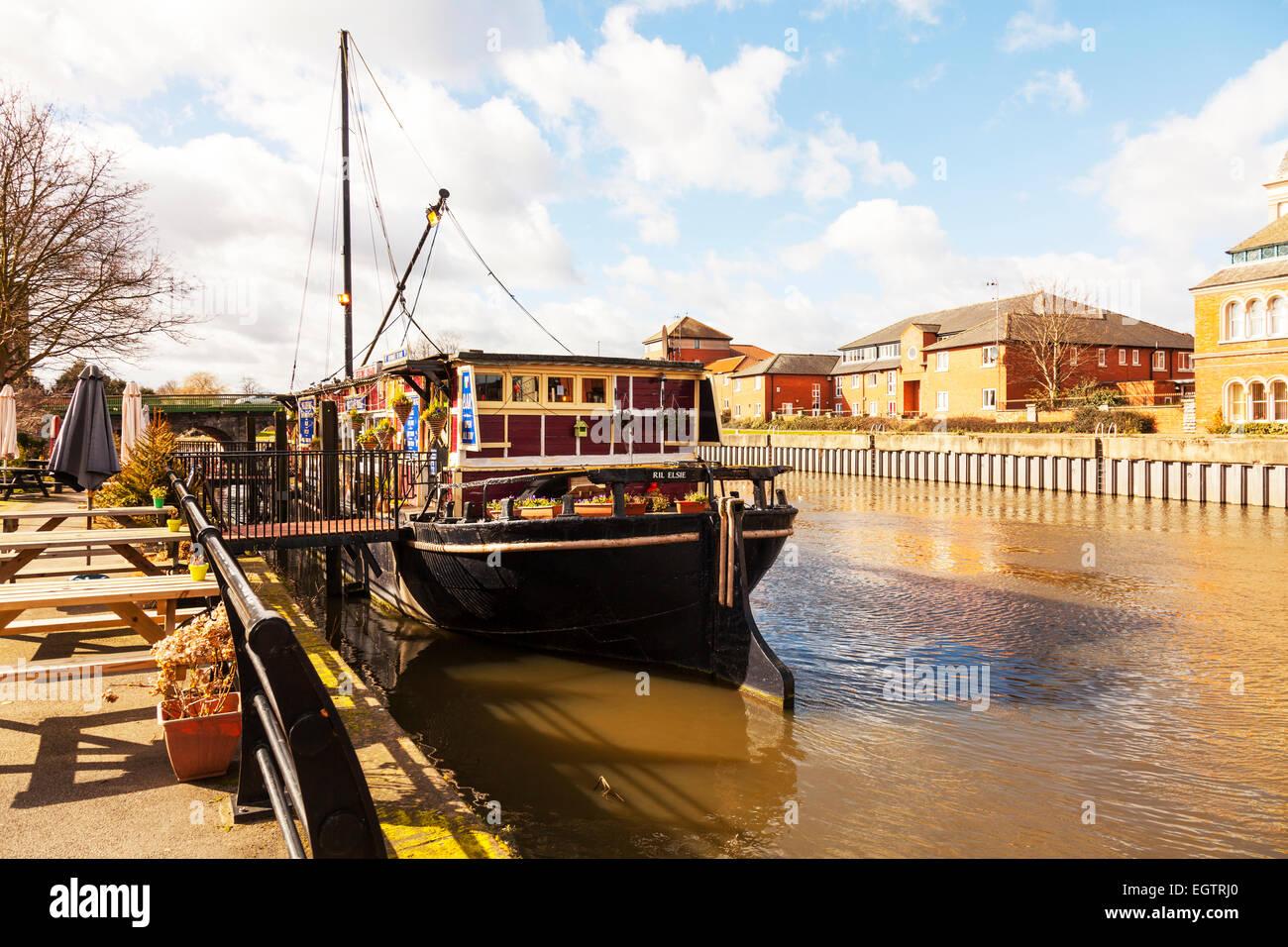 River Trent restaurant pub barge Newark on Trent town Nottinghamshire UK England - Stock Image