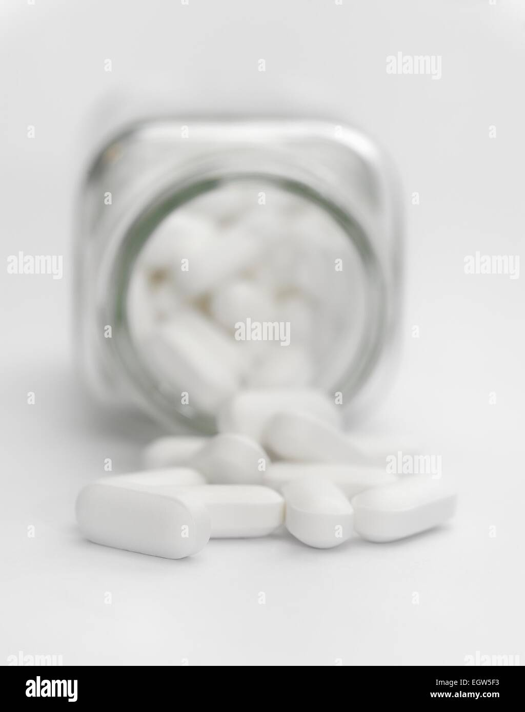 Small White Pills Stock Photos Amp Small White Pills Stock