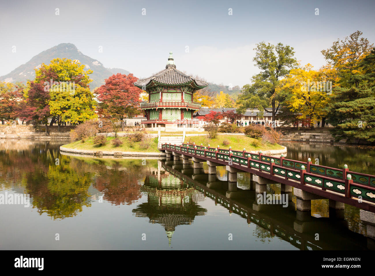 Gyeongbokgung Palace and its grounds on a fine autumn day in Seoul, South Korea. - Stock Image