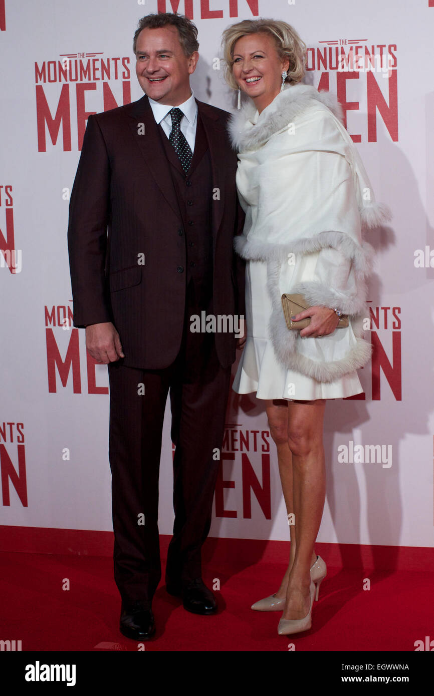 UNITED KINGDOM, London : British actor Hugh Bonneville and his wife Lulu Williams poses on the red carpet as he - Stock Image