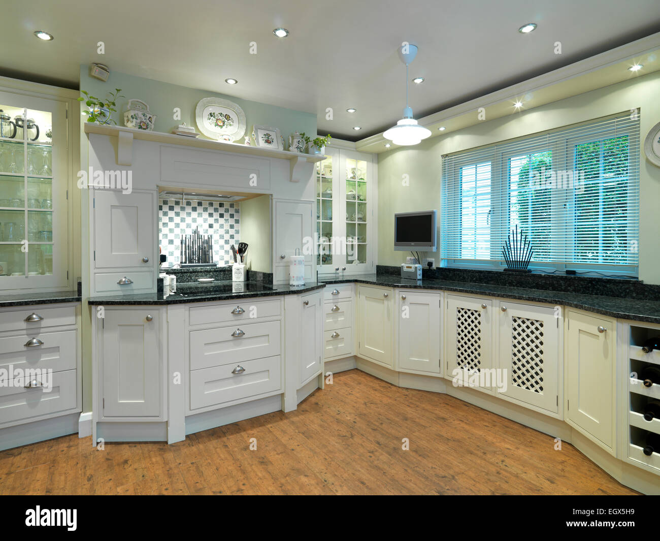 Traditional Style Kitchen With White Units Uk Home Stock Photo Alamy