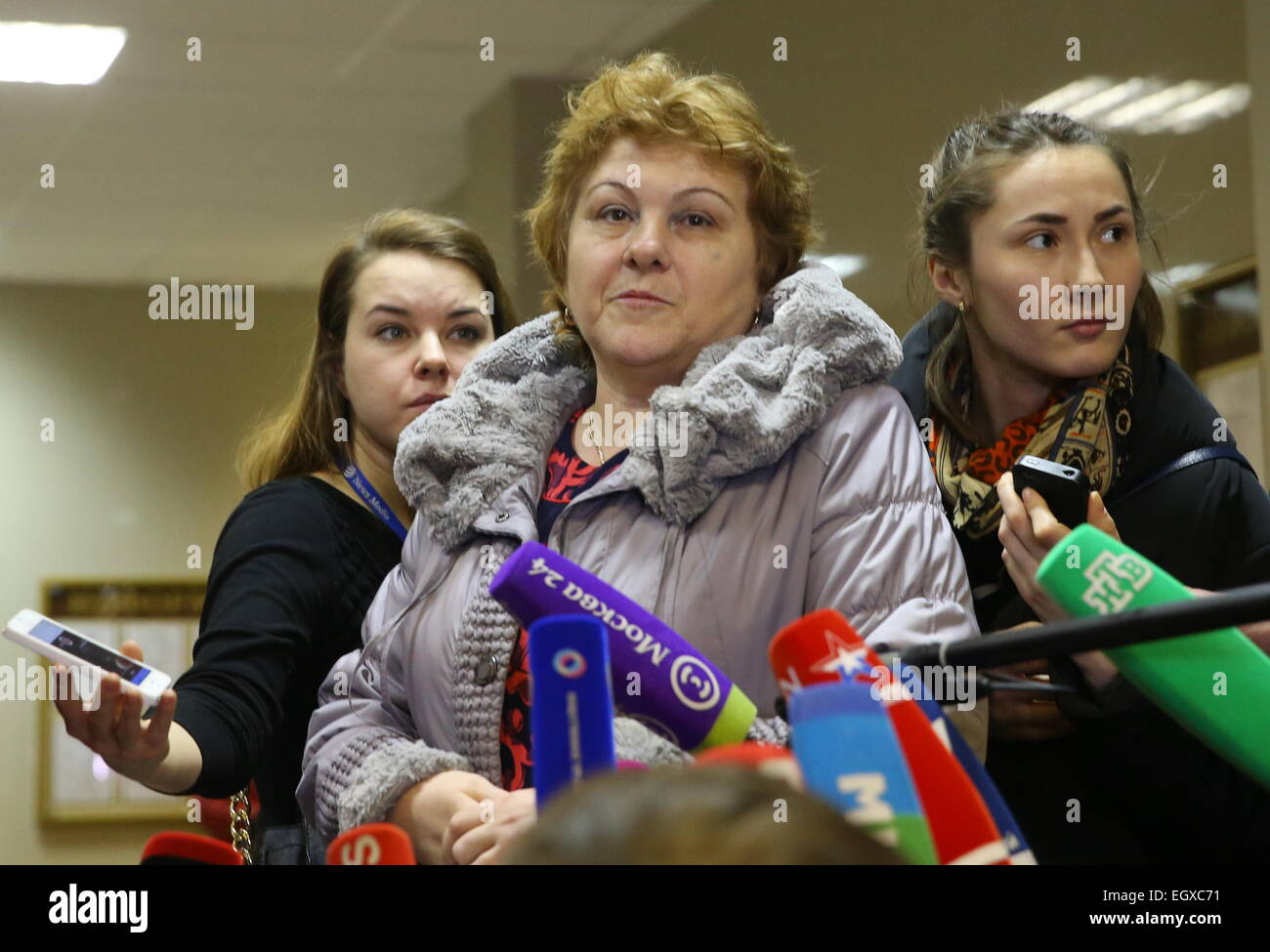 Moscow, Russia. 03rd Mar, 2015. The mother of a murdered teacher (C) talking to the media at Moscow's Butyrsky - Stock Image