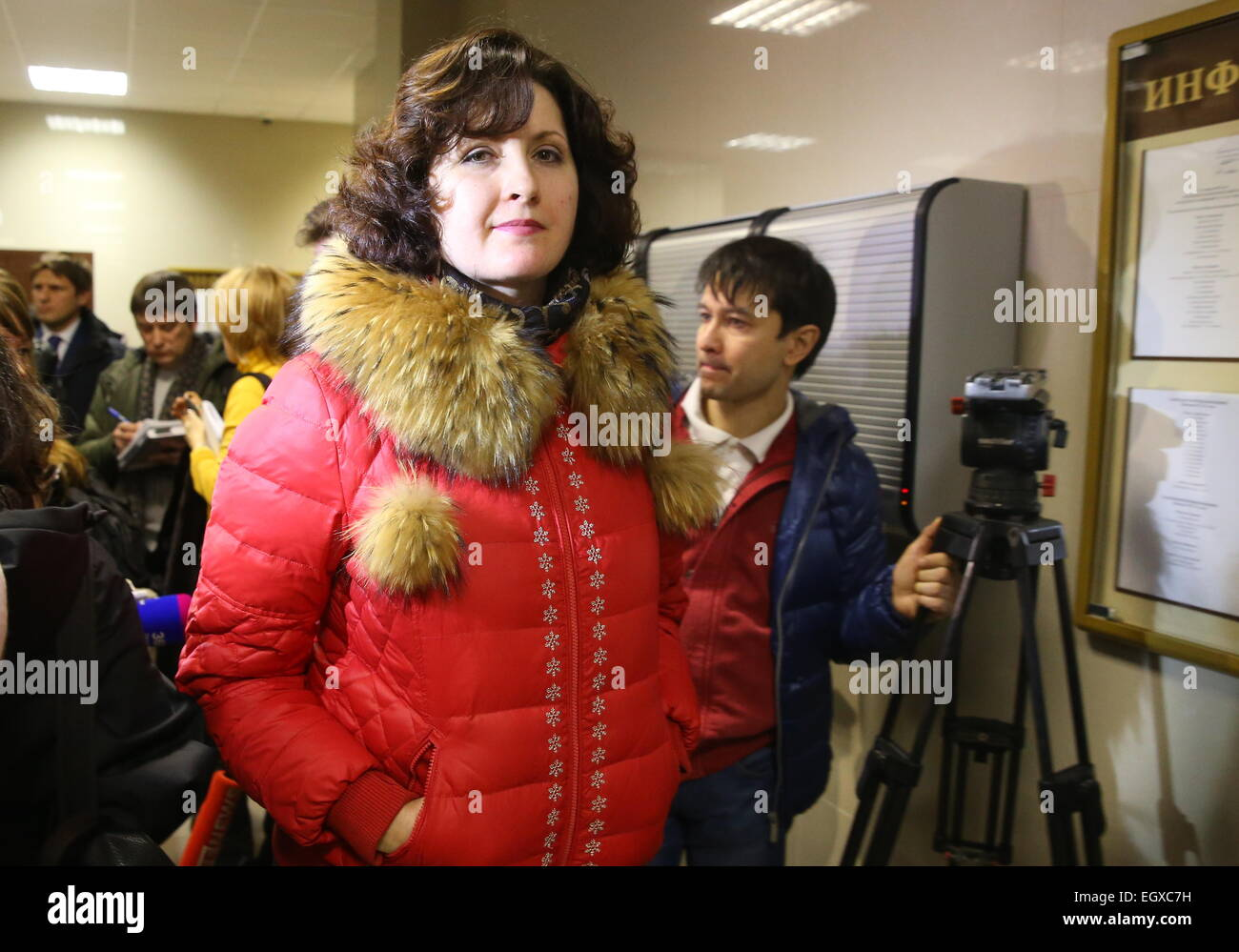 Moscow, Russia. 03rd Mar, 2015. Yelena Bushuyeva, the wife of a murdered police officer, talking to the media after - Stock Image