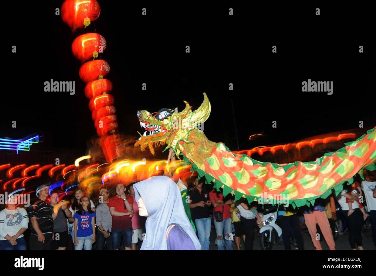 Singkawang, Indonesia. 03rd Mar, 2015.  People participate in the Lantern Festival in Singkawang, West Kalimantan, - Stock Image