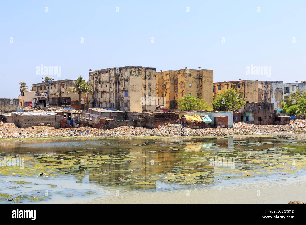 Third world poverty lifestyle: poor slums on the banks of the polluted Adyar River estuary with filthy water, in - Stock Image