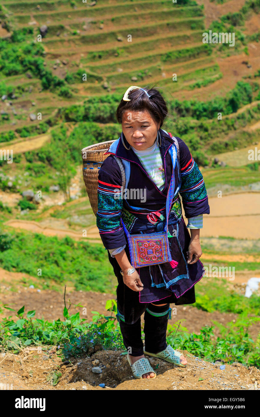 A Hmong woman on the trail in the village of Lao Chai near Sapa, Vietnam, Asia. - Stock Image