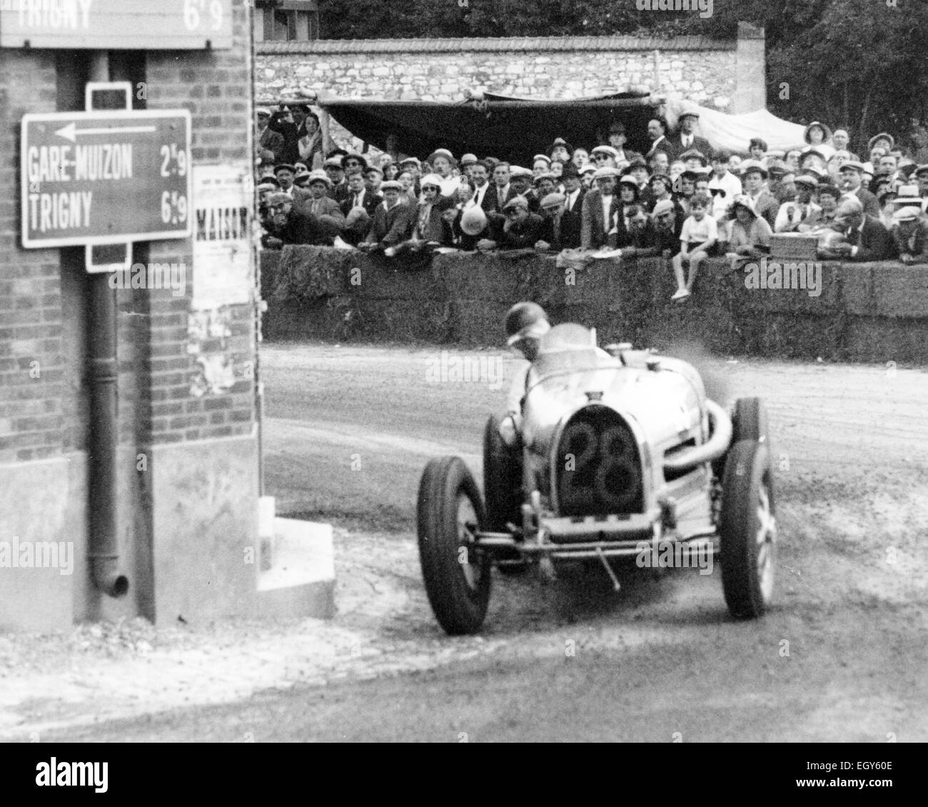 1932 FRENCH GRAND PRIX  Bugatti T54 No 28 riven by both Earl Howe and Hugh Hamilton during the race - Stock Image