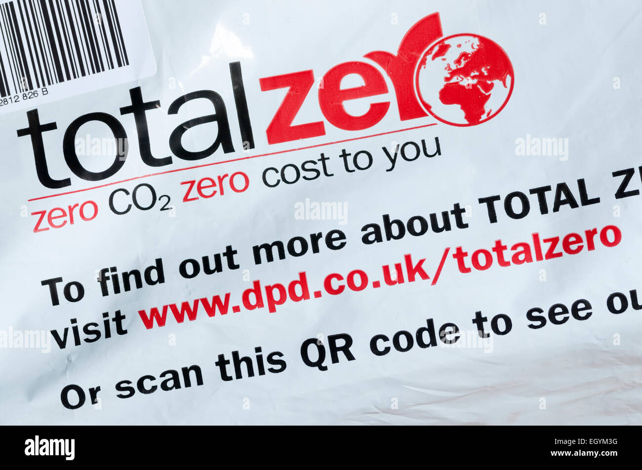 Total Zero logo on parcel delivery guaranteeing zero CO2 cost, to help companies reduce their carbon footprint. - Stock Image