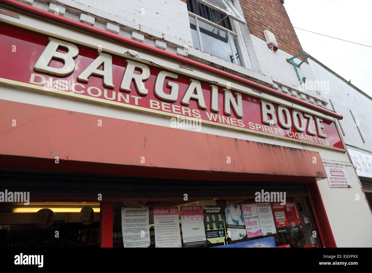 Bargain Booze shop front - Stock Image