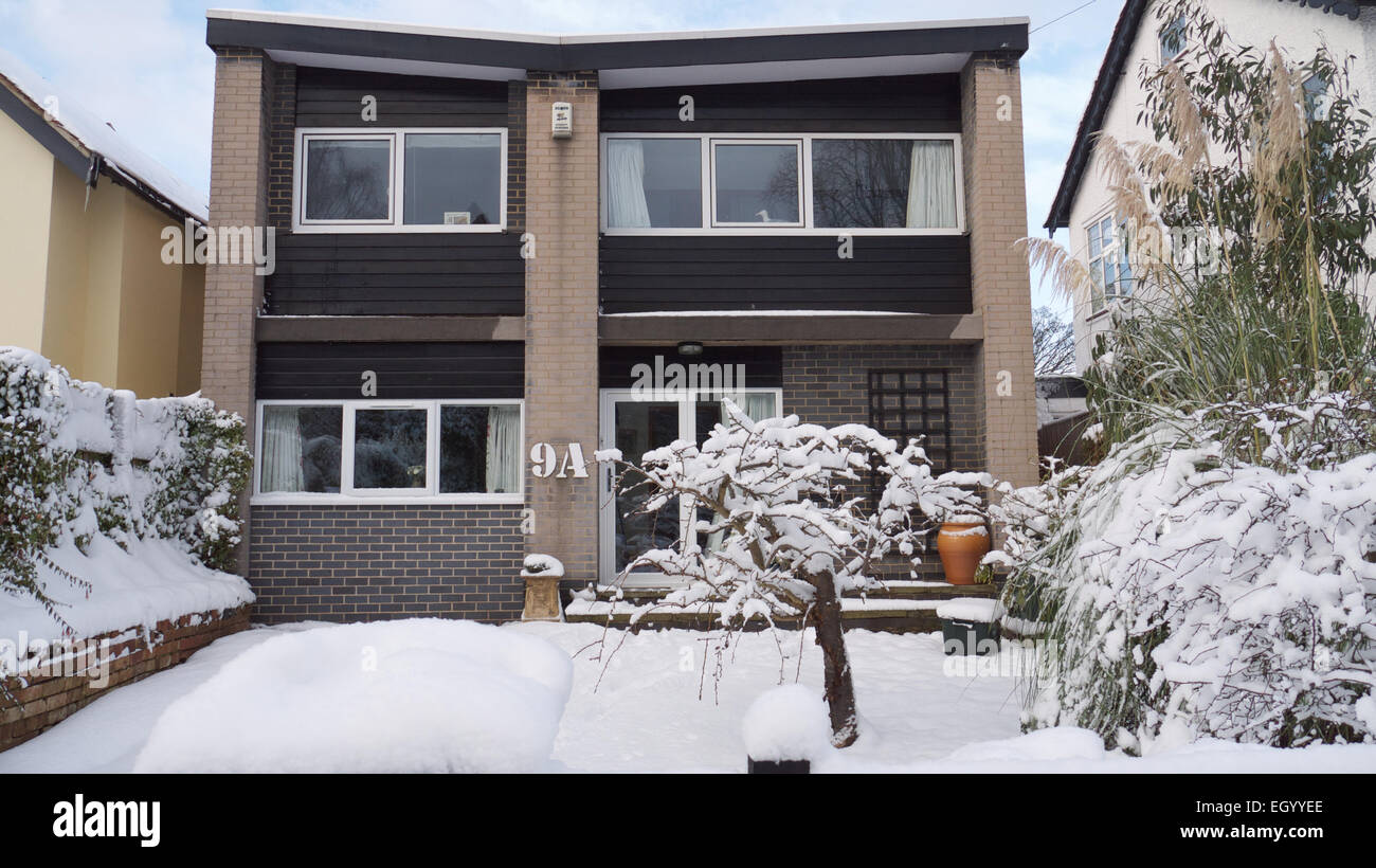 Modernist architect build 1960's detached house Nottingham in snow Stock Photo
