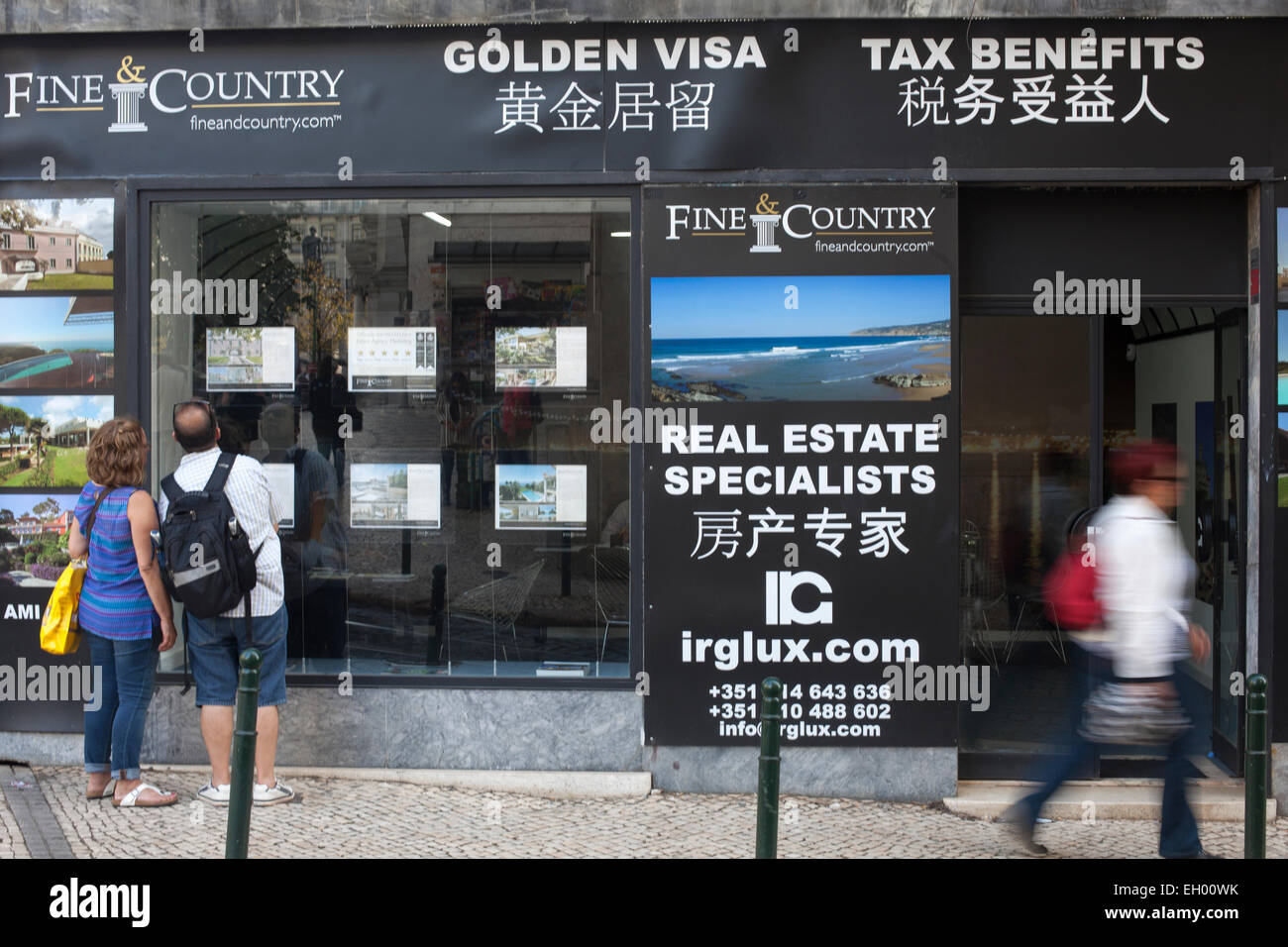 High-end Lisbon real estate agents are targeting wealthy Chinese buyers attracted by Portugal's golden visa - Stock Image