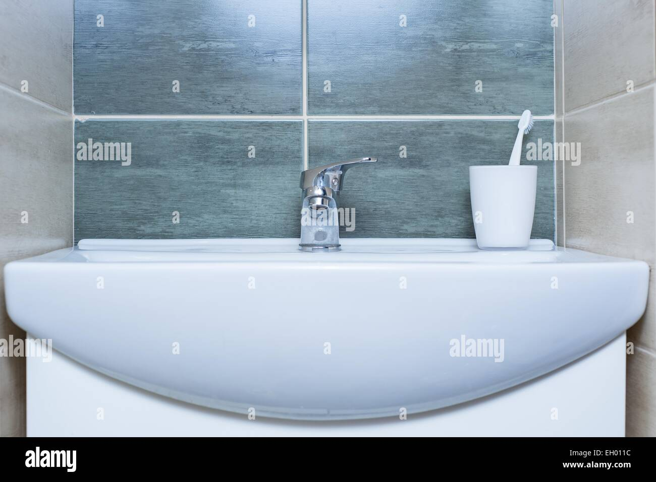 Ceramic Sink Stock Photos & Ceramic Sink Stock Images - Alamy