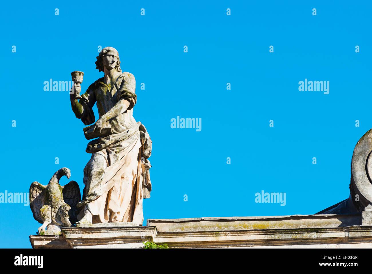 Europe, Italy, Veneto, Vicenza, Piazza dei Signori, statue on Santa Maria church - Stock Image