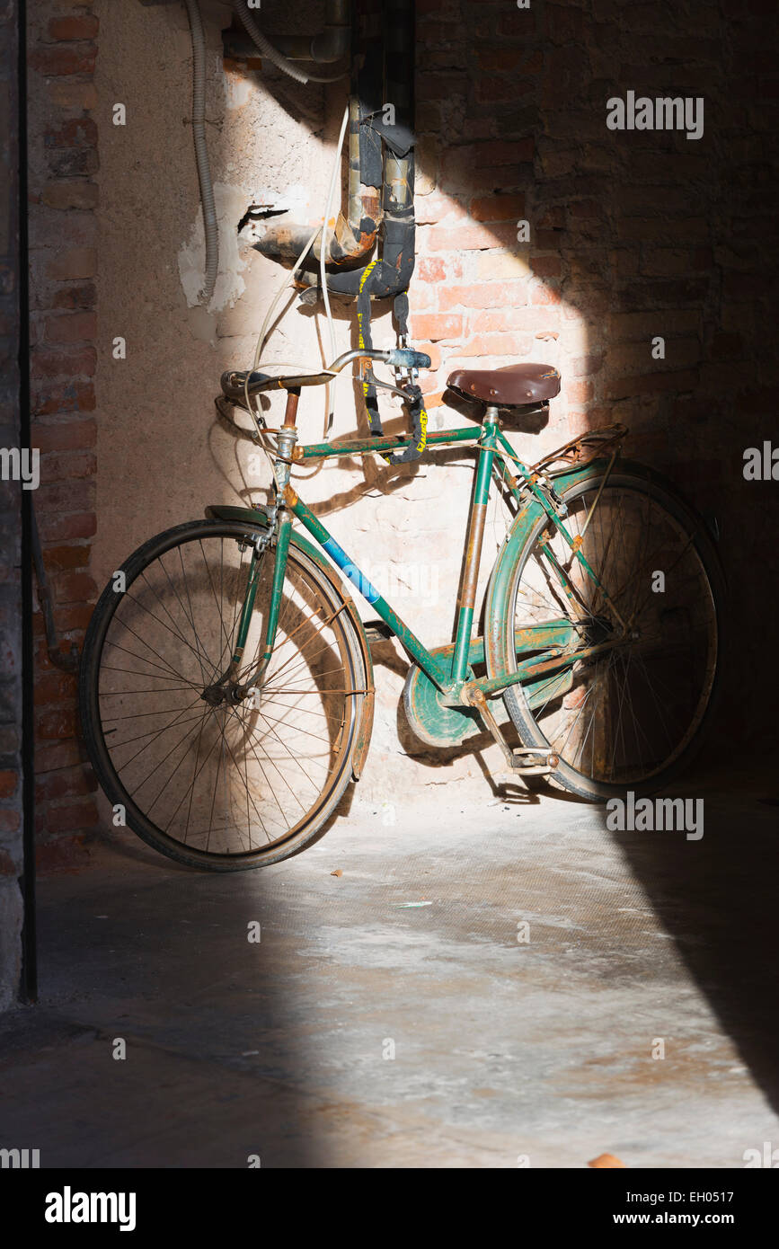 Europe, Italy, Veneto, Vicenza, an old bicycle, - Stock Image
