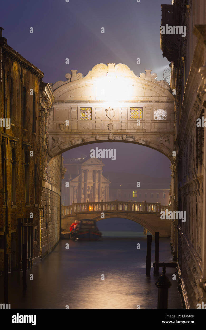 Europe, Italy, Veneto, Venice, Bridge of Sighs, Doge's Palace - Stock Image