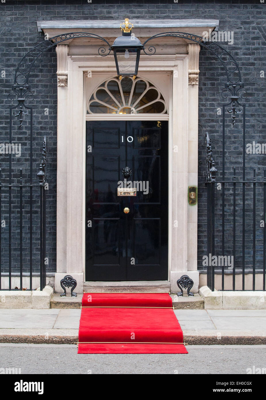 The front door of 10 Downing street with the red carpet laid out awaiting a VIP & The front door of 10 Downing street with the red carpet laid out ...