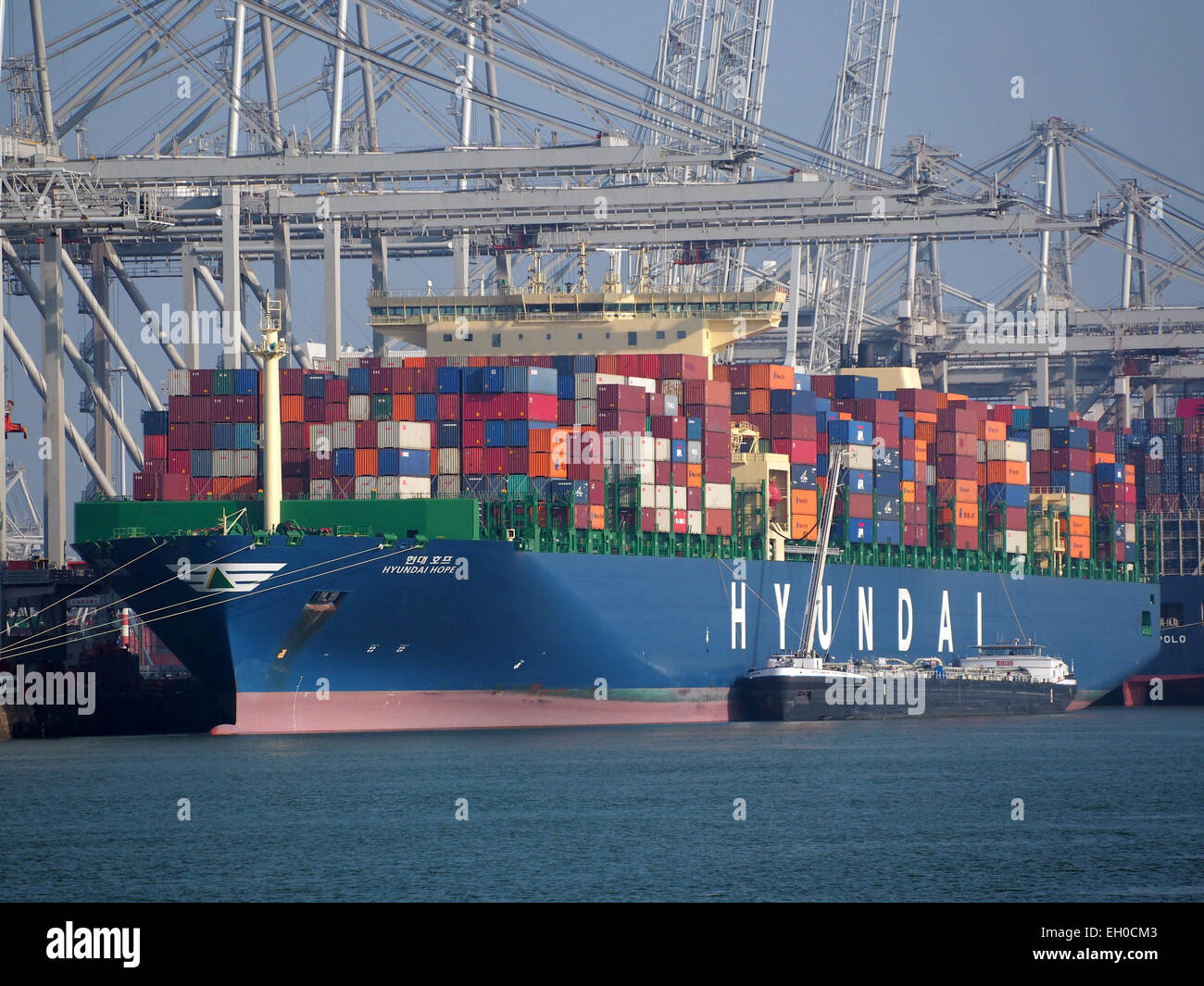 Hyundai Hope - IMO 9637234 & Atlantic Prestige ENI 02333489, Amazonehaven, Port of Rotterdam, pic5 - Stock Image