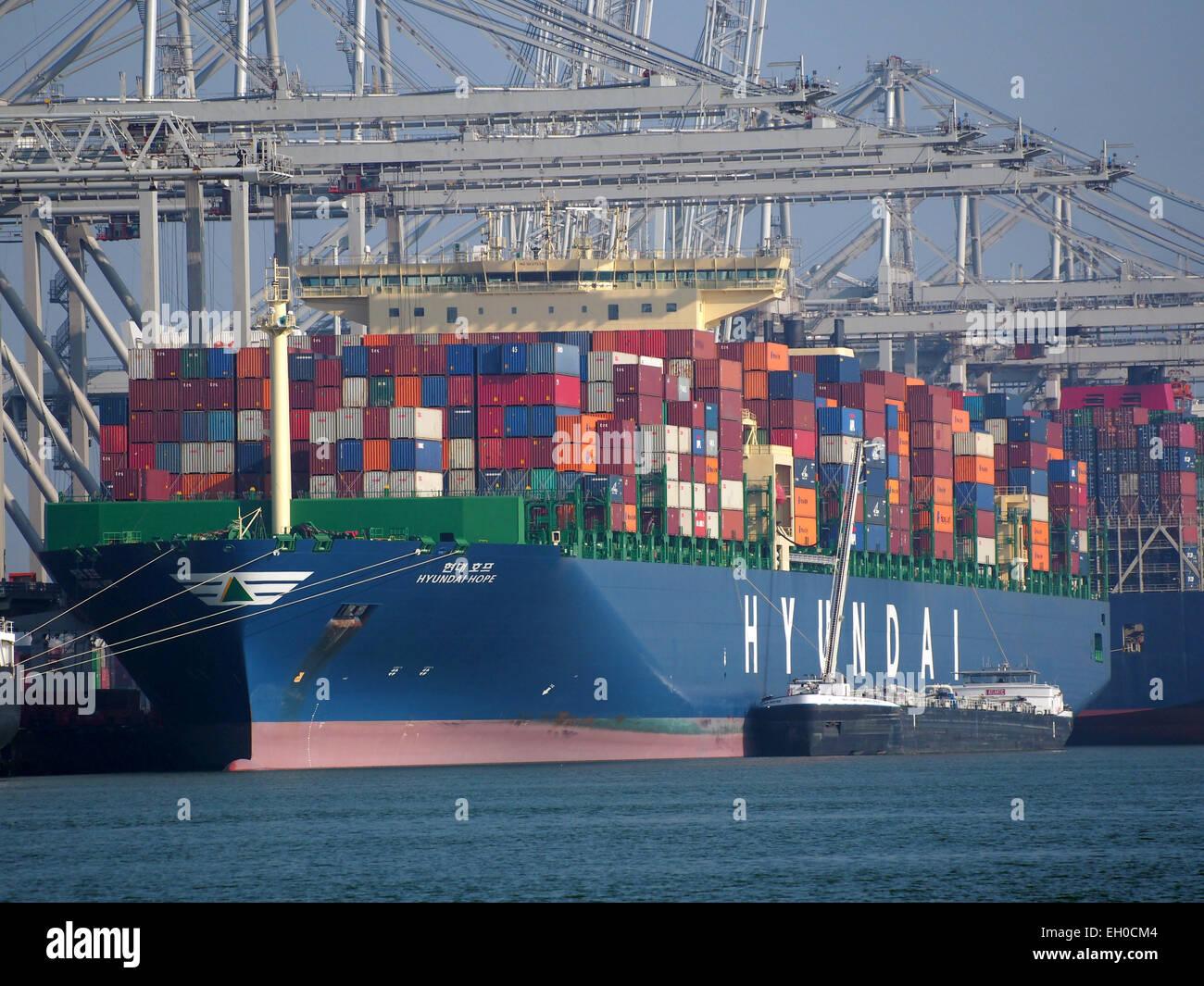 Hyundai Hope - IMO 9637234 & Atlantic Prestige ENI 02333489, Amazonehaven, Port of Rotterdam, pic6 - Stock Image