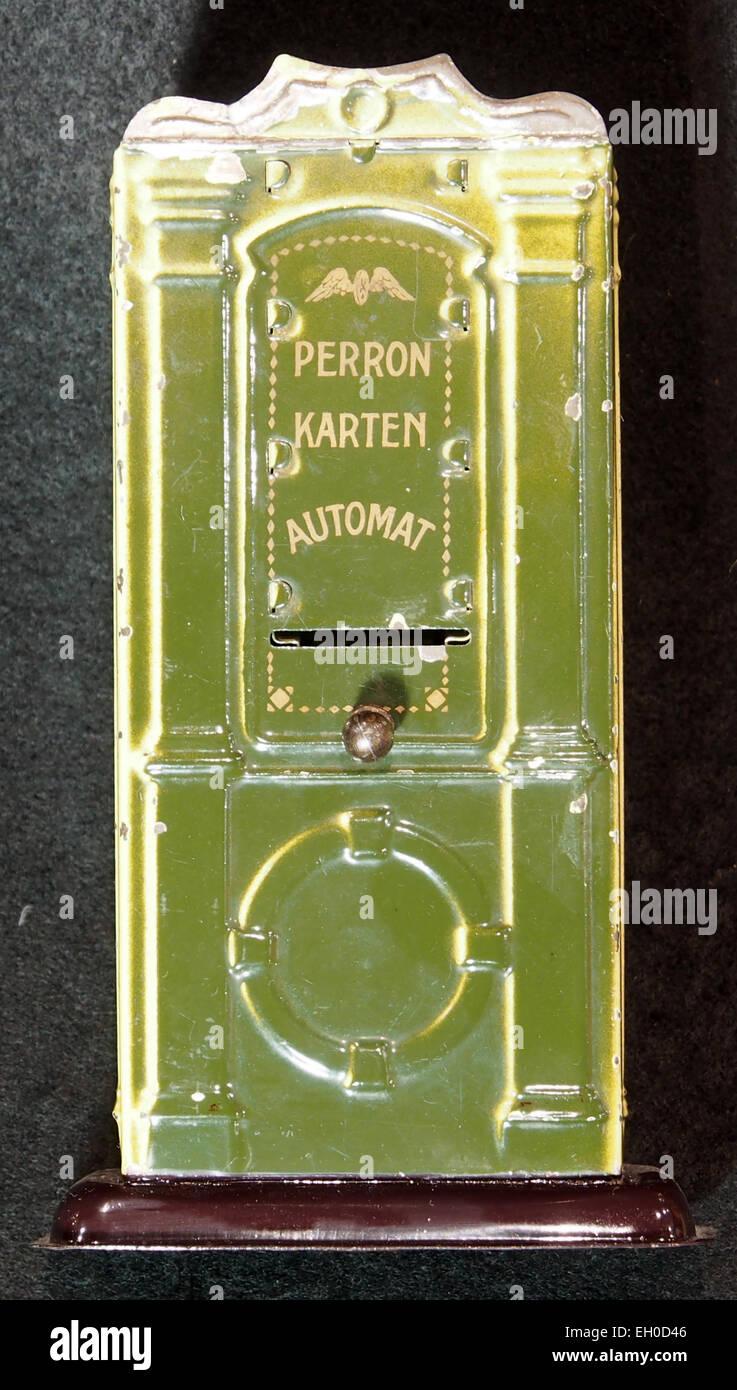Peron Karten Automat, Blech Spielzeug, bild 3 - Stock Image