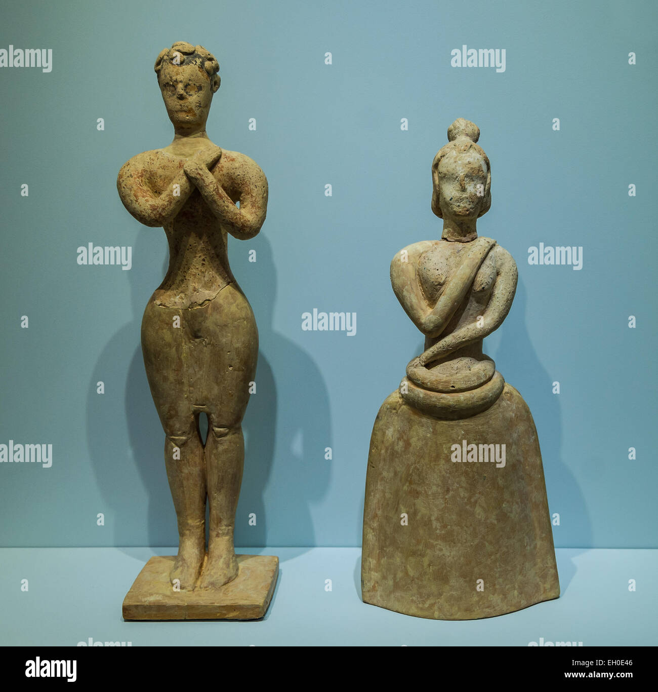 Pair of clay figurines of worshippers exhibiting typical features of the 'Figurine art of sanctuaries'. - Stock Image