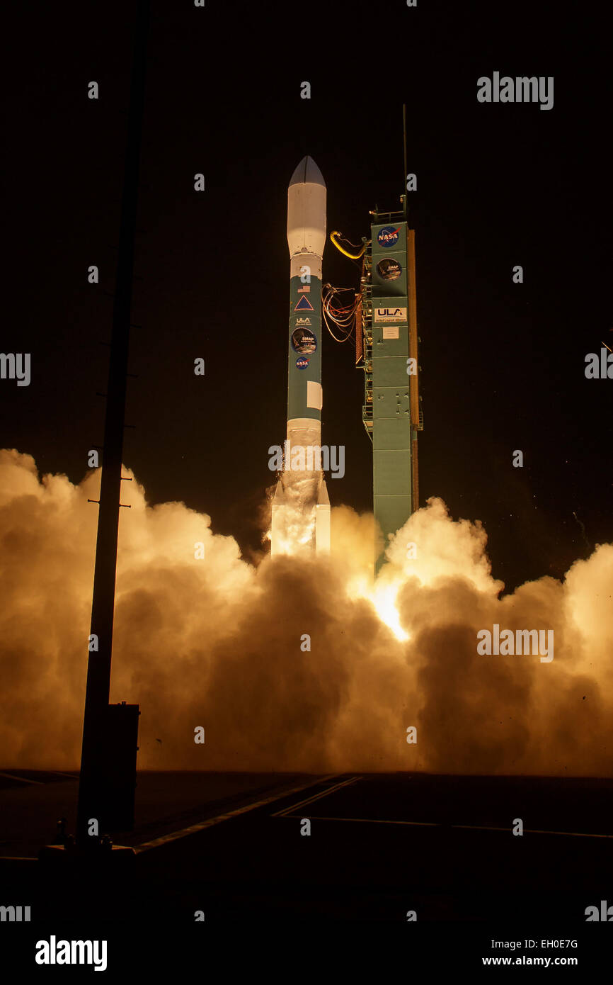 A United Launch Alliance Delta II rocket with the Soil Moisture Active Passive (SMAP) observatory onboard launches - Stock Image