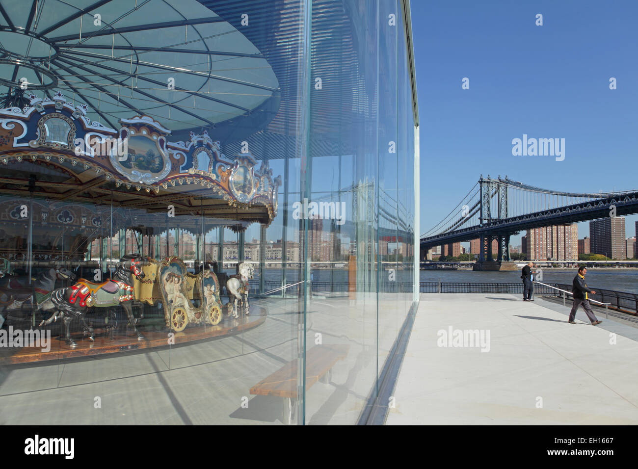 Jane's Carousel in Brooklyn Bridge Park with the Manhattan Bridge in the background - Stock Image