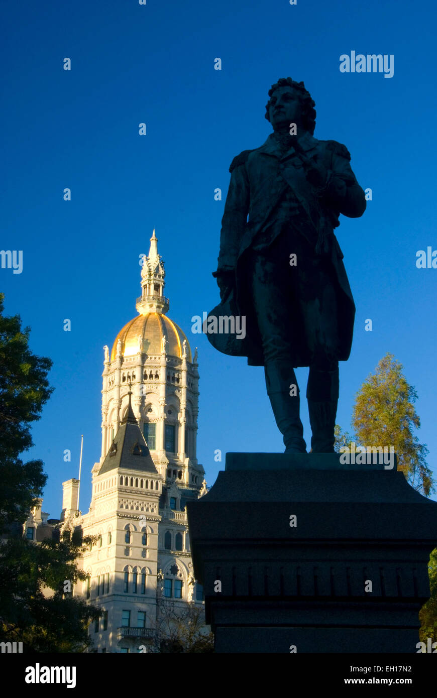 Connecticut State Capitol with Israel Putnam statue, Bushnell Park, Hartford, Connecticut - Stock Image