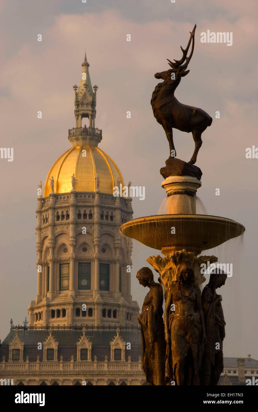 Connecticut State Capitol with Corning Fountain, Bushnell Park, Hartford, Connecticut - Stock Image