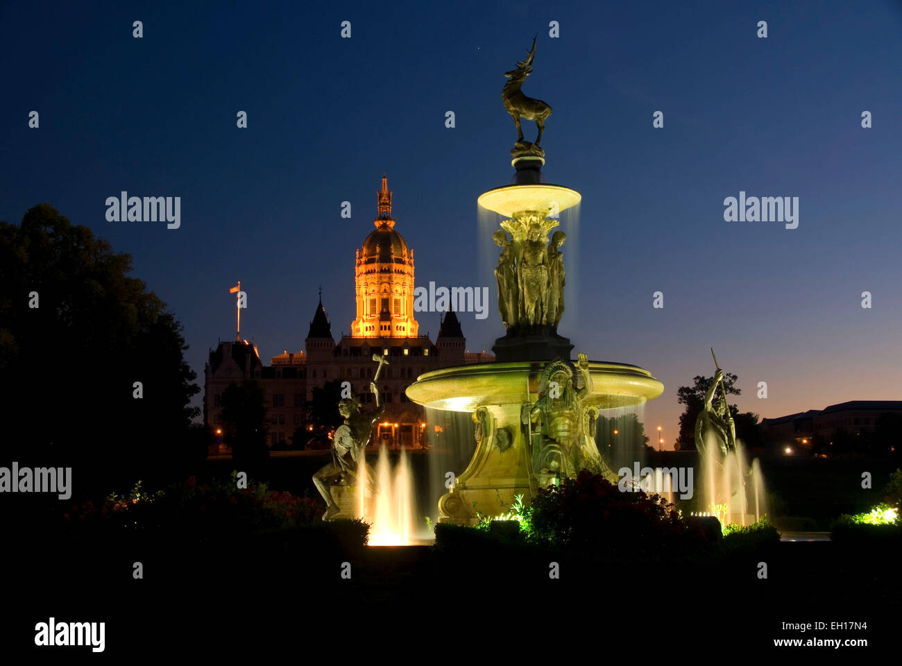 Connecticut State Capitol with Corning Fountain at night, Bushnell Park, Hartford, Connecticut - Stock Image