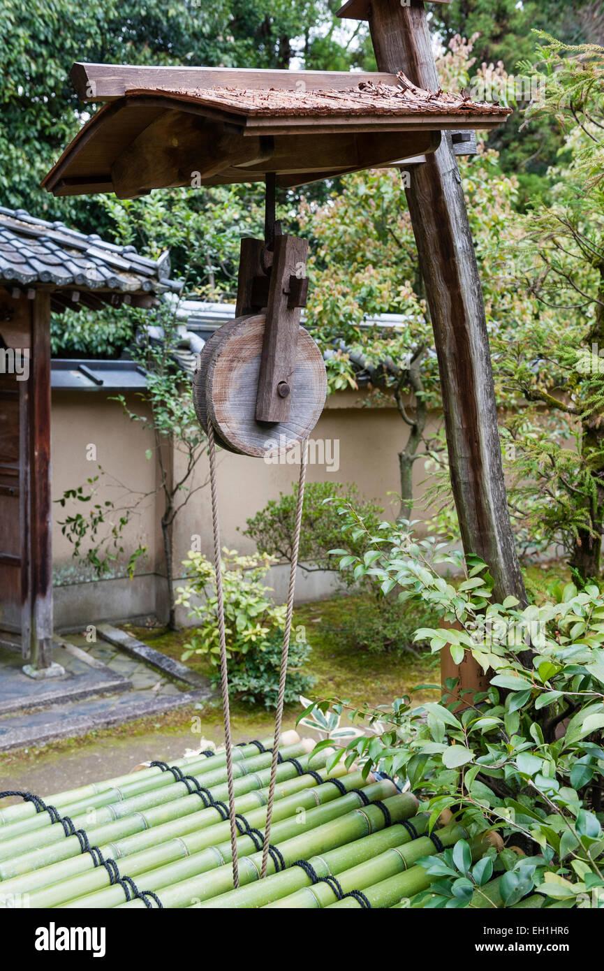 Koto-in Zen Buddhist temple, Daitoku-ji, Kyoto, Japan. A well in the garden - Stock Image