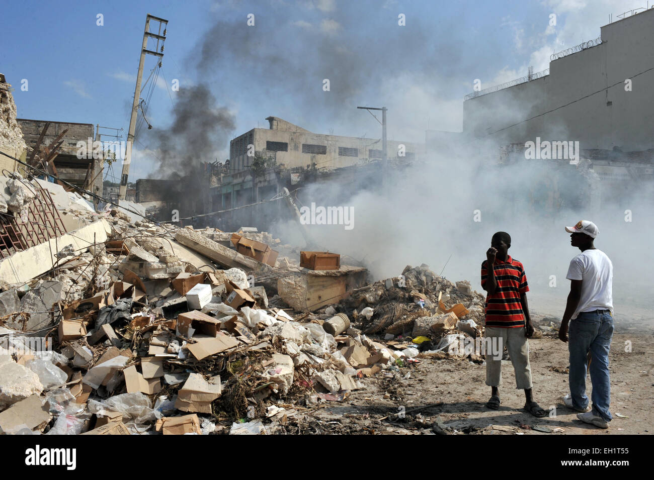 Earthquake survivors in and around Port Au Prince, Haiti, 17 January, 2010. - Stock Image