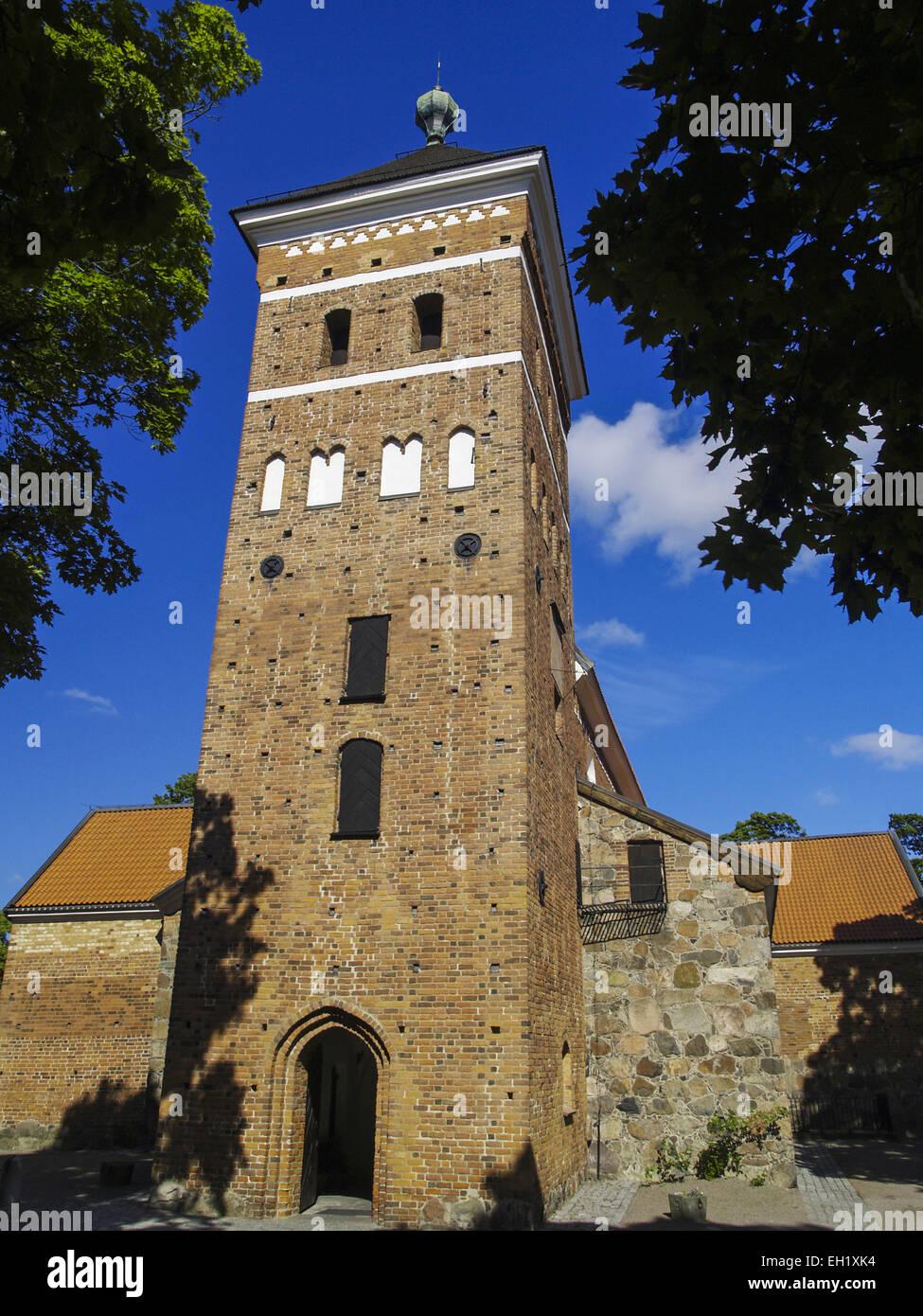 Lindska skolan, Helga Trefaldighets kyrka och Uppsala