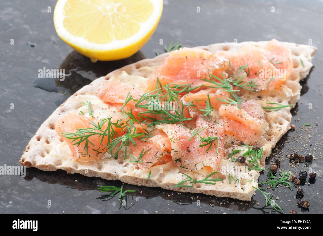 Marinated salmon, dill and black pepper on crispbread. - Stock Image