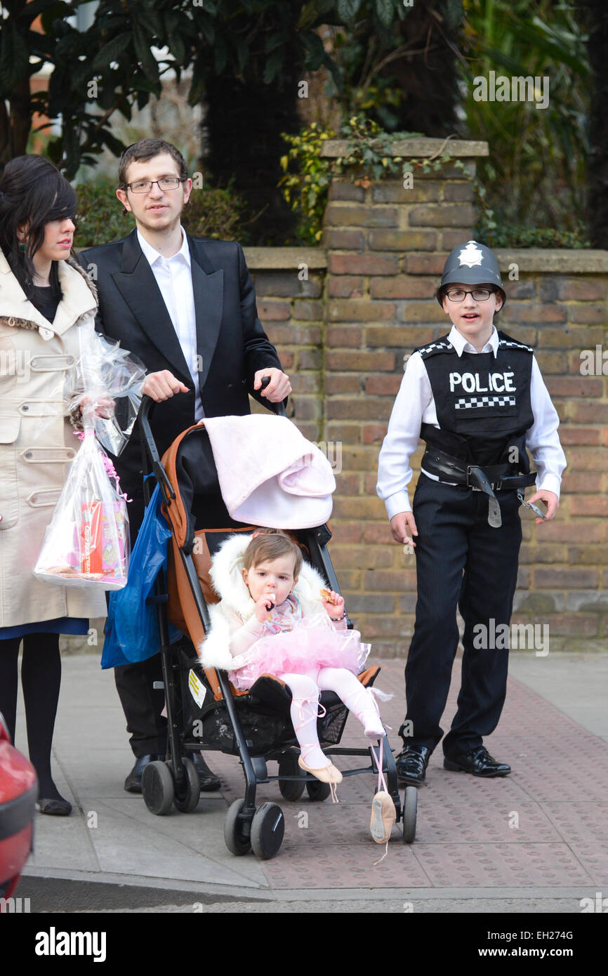 Stamford Hill, London, UK. 5th March 2015. The Jewish Festival of Purim is celebrated in London's Stamford Hill. - Stock Image