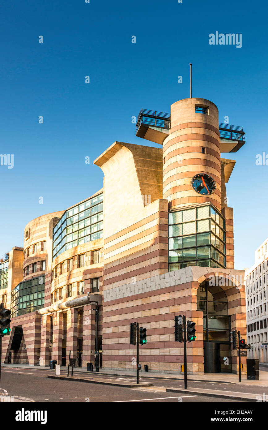 No 1 Poultry is a commercial office development on Bank Junction in the City of London. Coq d'Argent restaurant Stock Photo