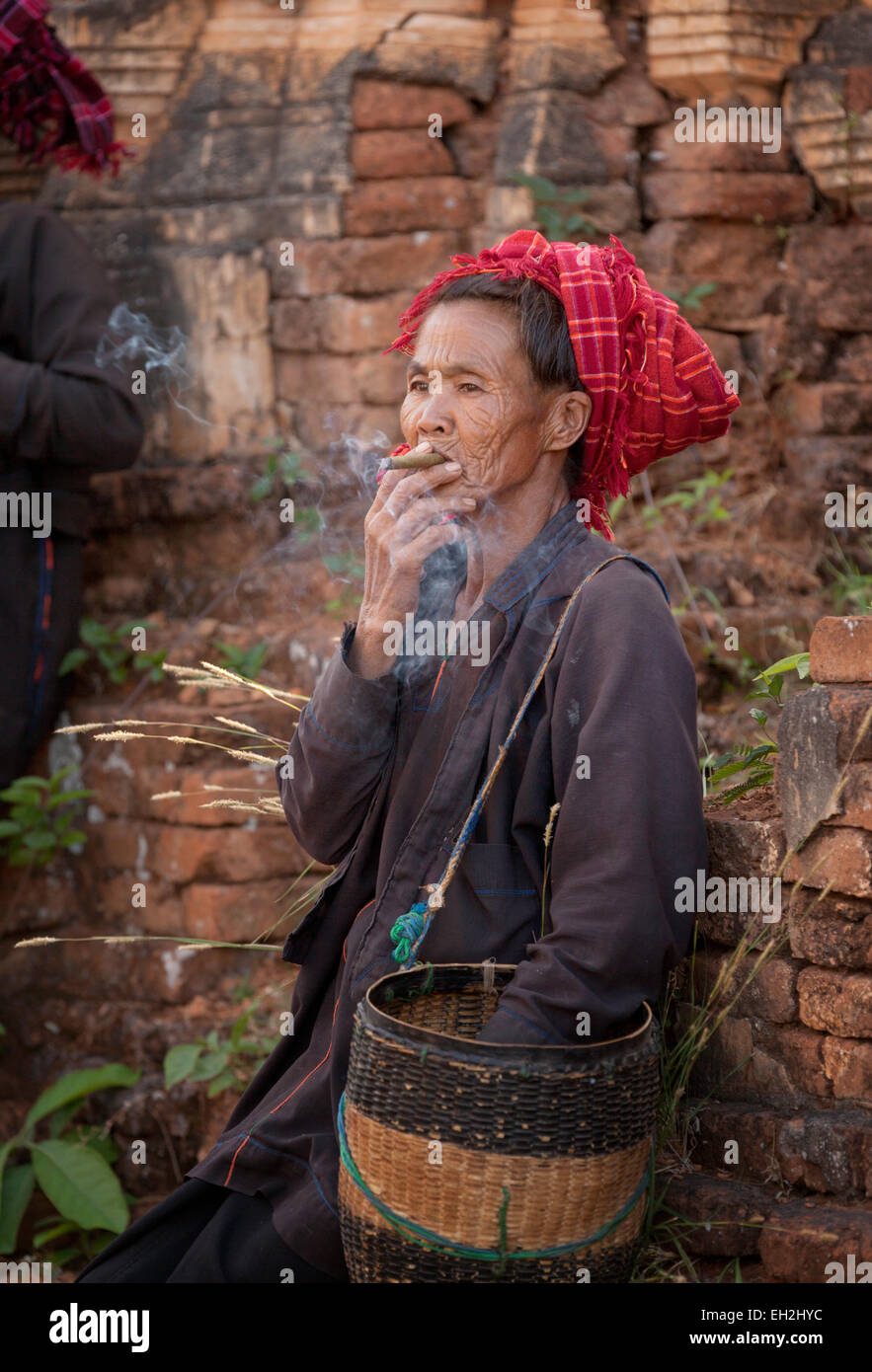 A burmese woman smoking a cigar, Inle lake, Myanmar ( Burma ), Asia - Stock Image