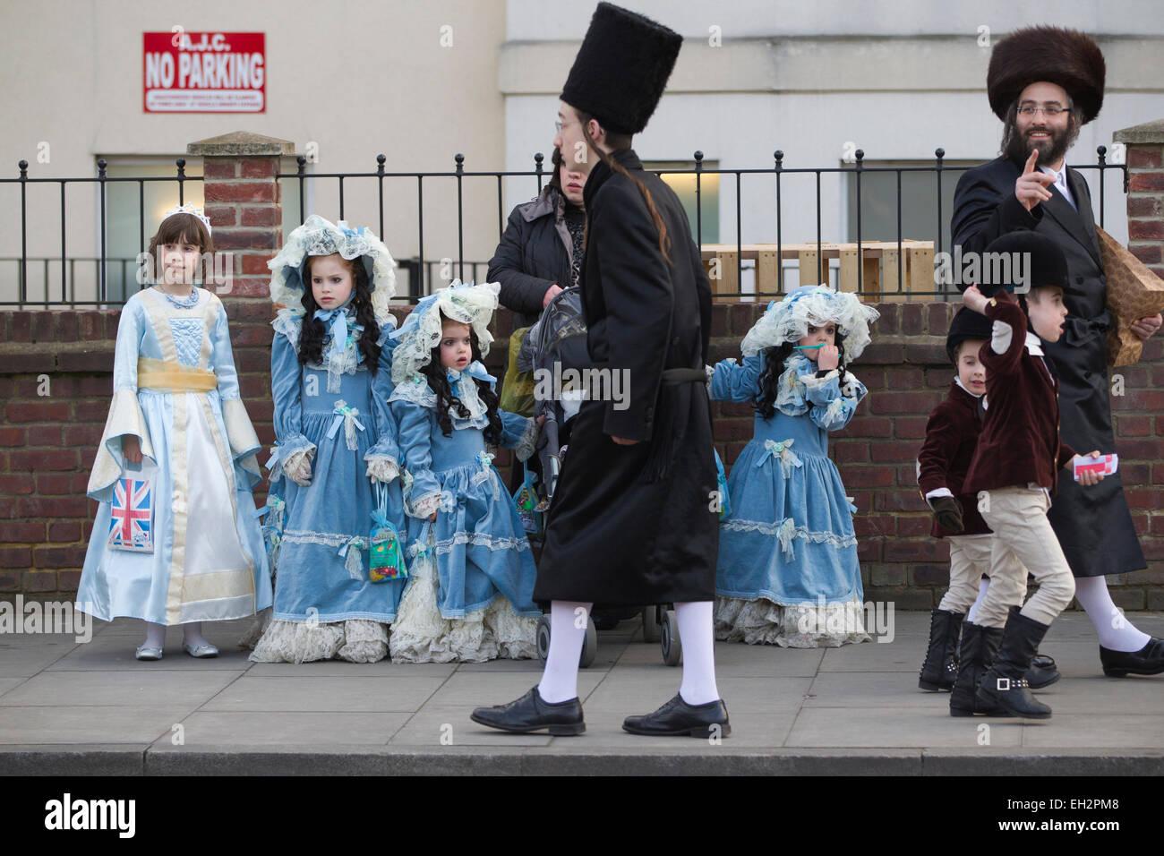 Stamford Hill, London, UK. 5th March, 2015. Jewish Purim Festival celebrations in Stamford Hill, North London, UK - Stock Image
