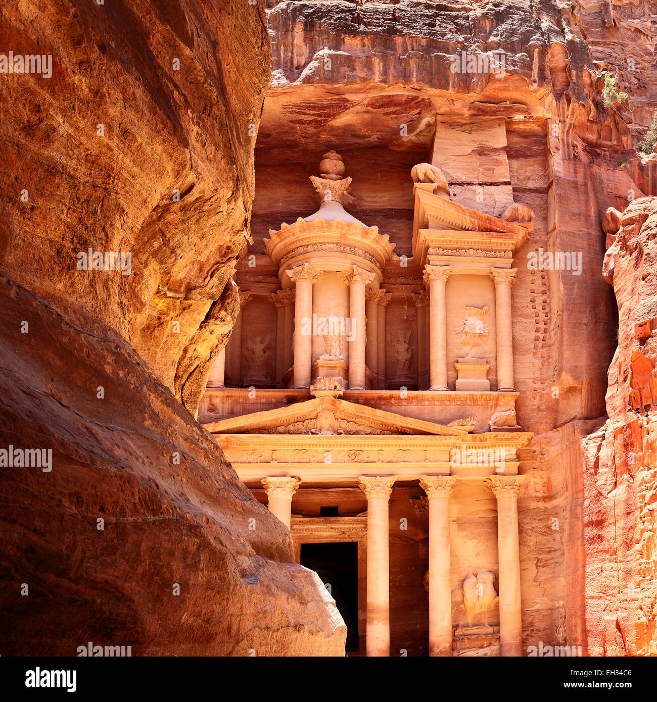 Treasury in Petra (Al Khazneh), Jordan - Stock Image