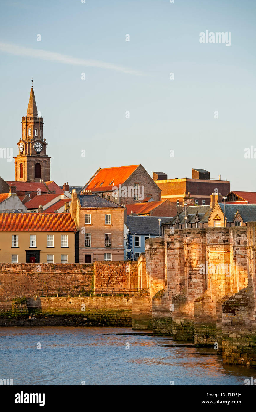 Town and River Tweed, Berwick-upon-Tweed, England, United Kingdom - Stock Image