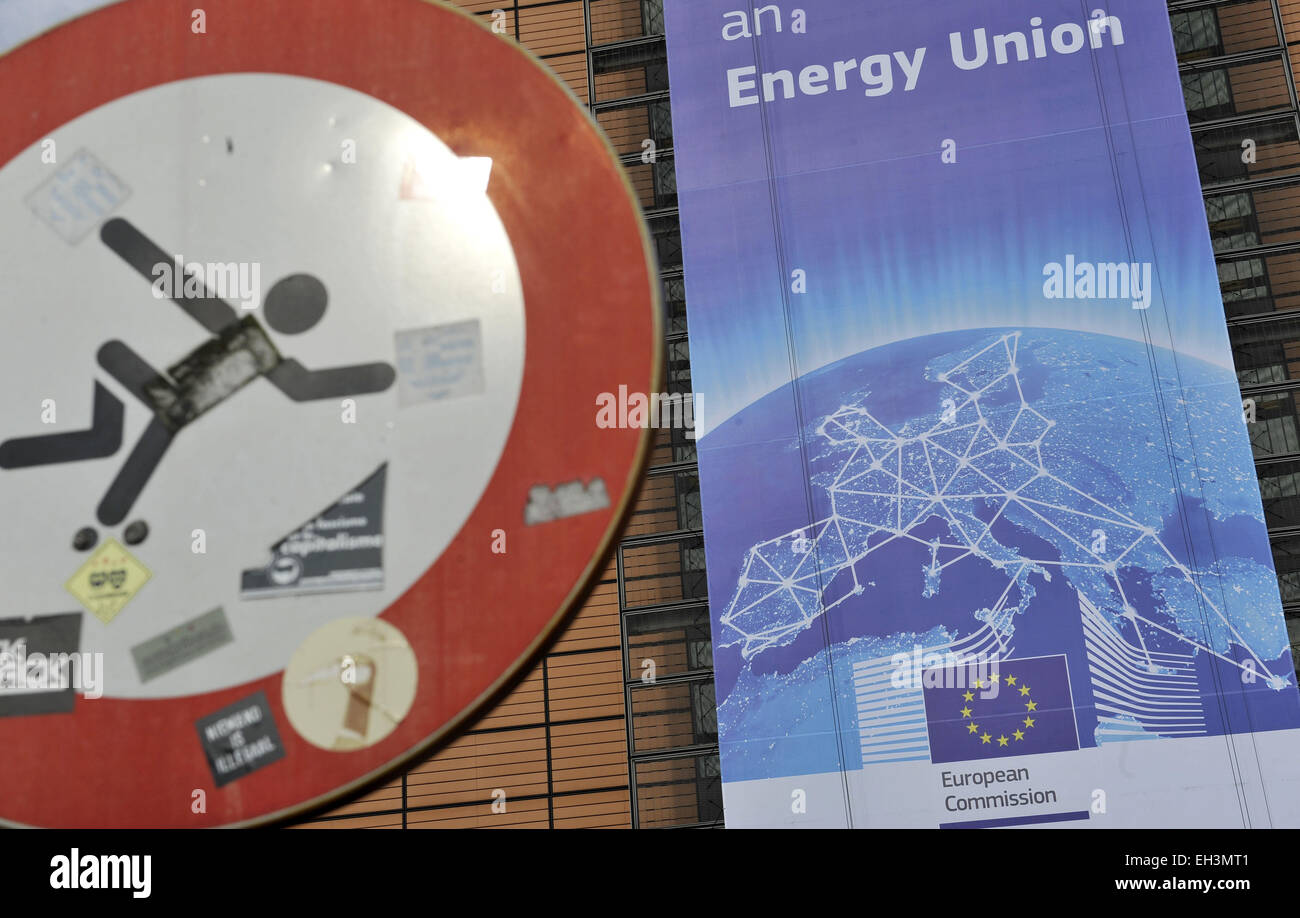 Brussels. 6th Mar, 2015. Photo taken on March 6, 2015 shows a giant poster writes 'Towards an Energy Union' - Stock Image