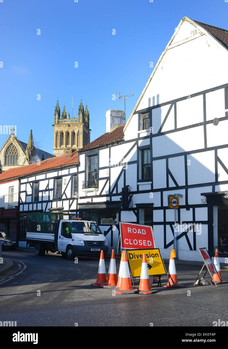 road closed warning sign and diversion by Selby Abbey in the town centre Selby Yorkshire UK - Stock Image